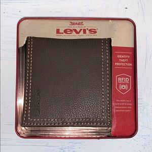 Levi's Fold-over Wallet